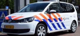 Man uit Almelo trapt tegen deur en spiegel politieauto